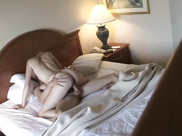 Парни ебутся под одеялом — 12